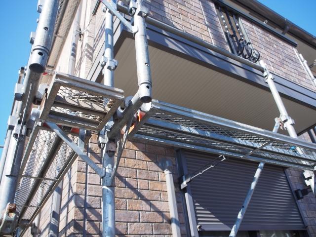 足場なしに塗装できない?外壁塗装工事においての足場の重要性